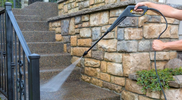 Give the Gift of Pressure Washing This Holiday Season